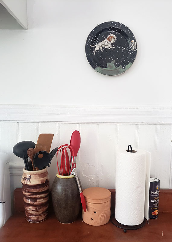 Kitchen decor with Display Buddie and Coywolf Studio plate